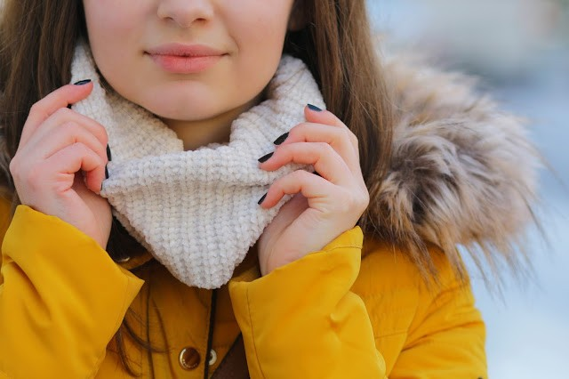 jacket-reserved-geaca-mustar-galbena-outfit-oras-toamna-iarna-bright-blue-jeans-albastru-deschis-vans10-1