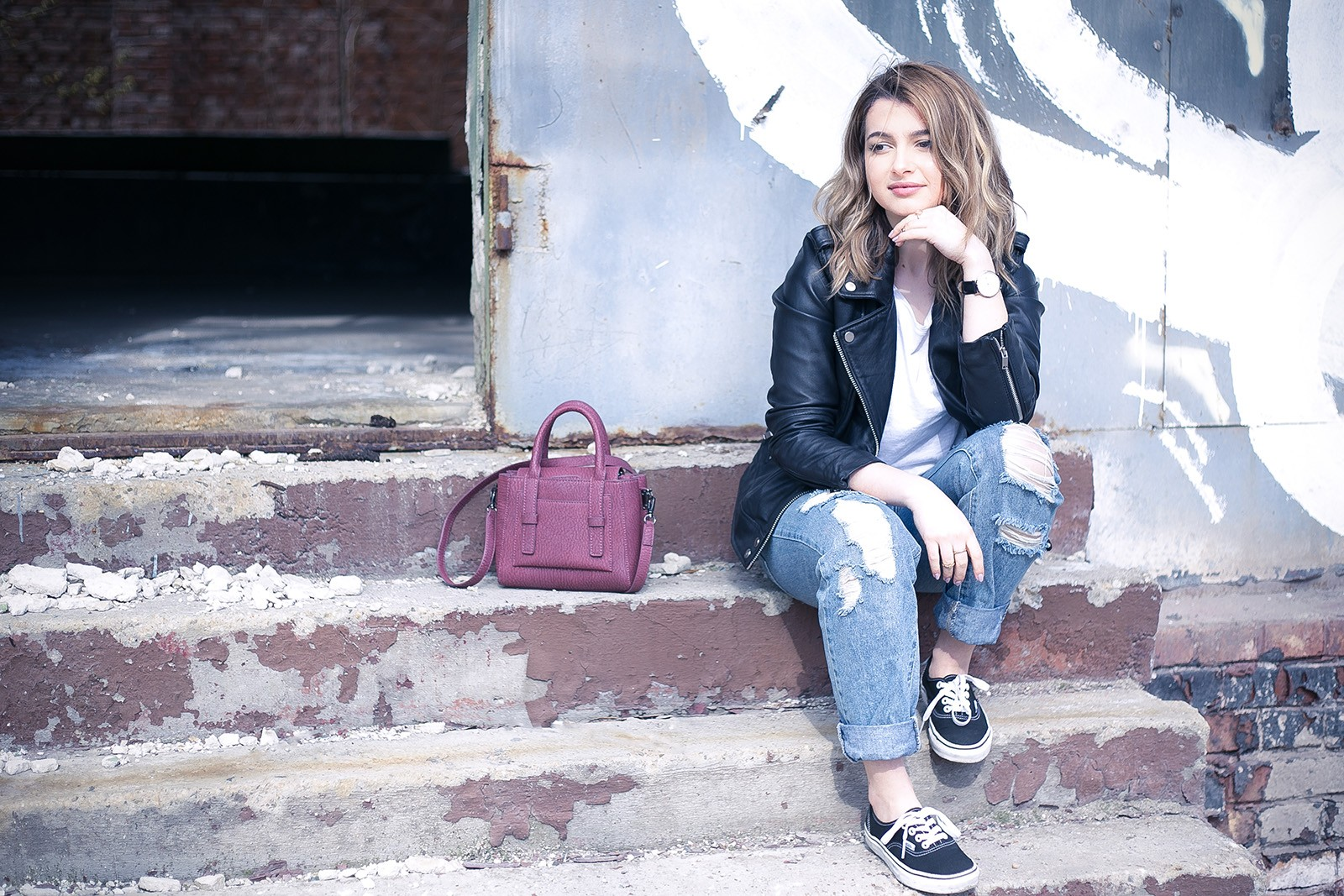 denisaismam-leather-jacket-boyfriend-jeans-burgundy-bag_1965-Edit